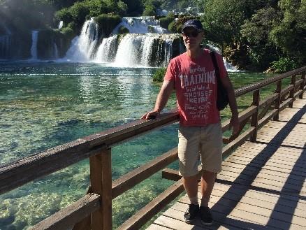 das Bild zeigt einen Wasserfall